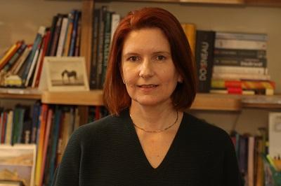 Florina Popescu, autoarea romanului polițist Dealuri în arșiță